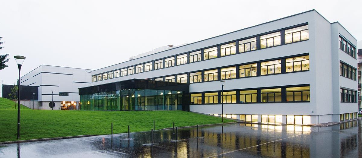 Nachtaufnahme Neue Mittelschule Kirchbichl